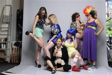6 actrizes grávidas em palco